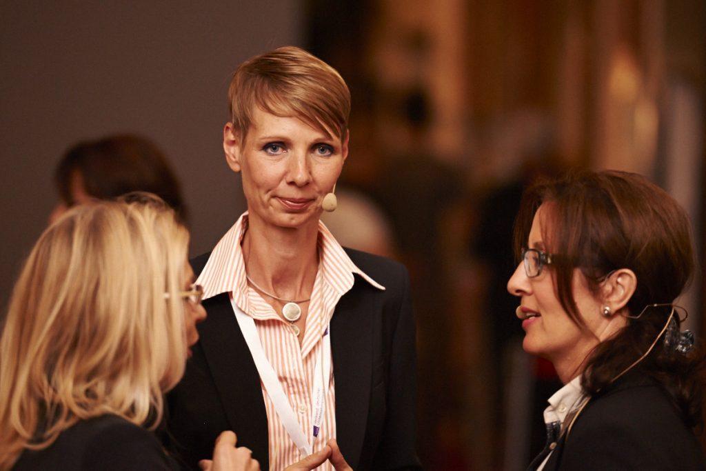 """Michaela Heinze und Dr. Renate Hansmann beim VDU Business Talg """"Erfolg und Scheitern"""" Foto: Vogelsänger Studios"""
