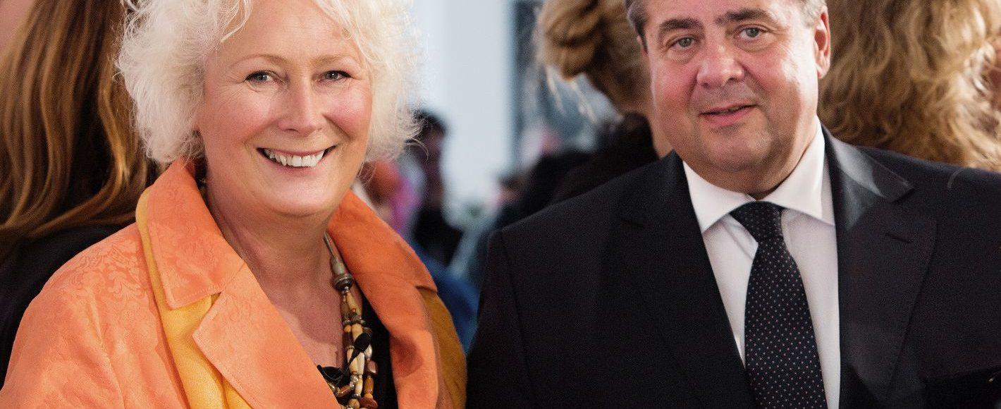Als Vorbildunternehmerin ausgezeichnet - Christiane Rasper mit Bundesaußenminister Sigmar Gabriel